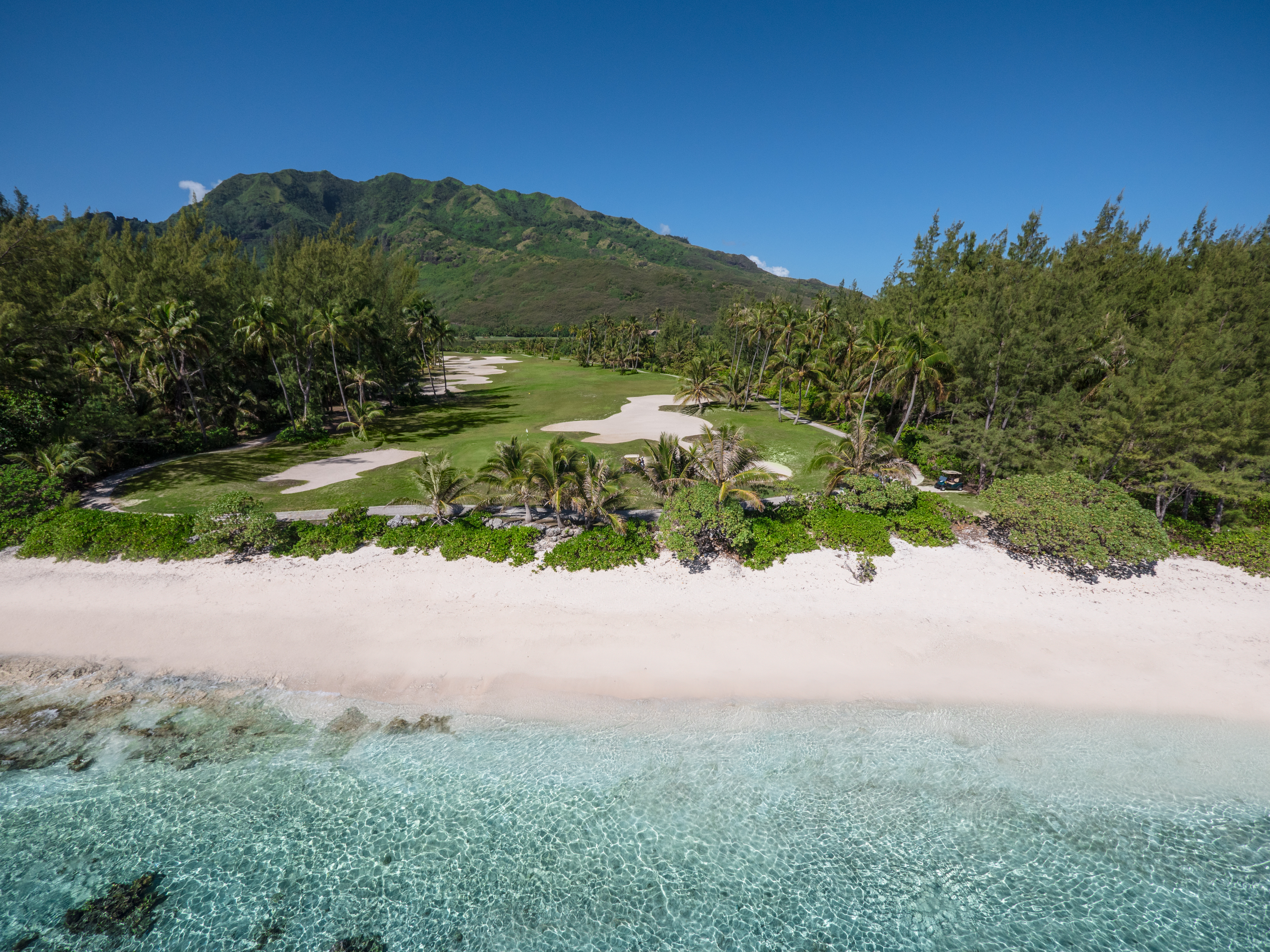 https://tahititourisme.ca/wp-content/uploads/2017/08/ACTIVITES-TERRESTRES-Moorea-Green-Pearl-Golf-2.jpg