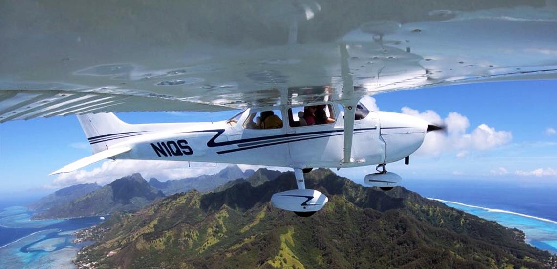 https://tahititourisme.ca/wp-content/uploads/2017/08/C3P-Cessna-above-Moorea.jpg