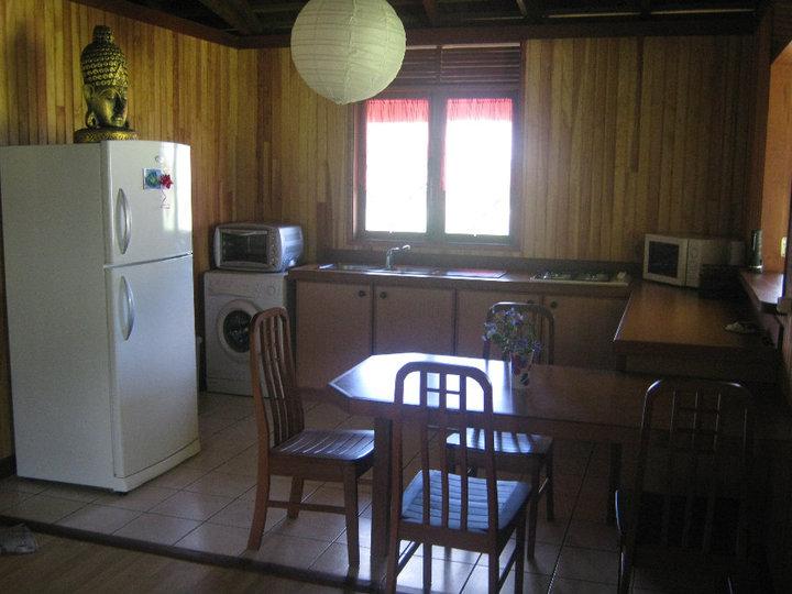 https://tahititourisme.ca/wp-content/uploads/2017/08/Fare-Tiare-painapo-cuisine.jpg