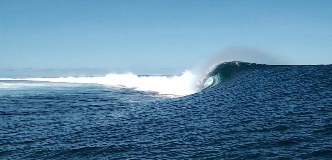 https://tahititourisme.ca/wp-content/uploads/2017/08/Tehanis-surf-cool.png