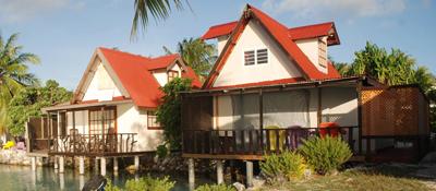 https://tahititourisme.ca/wp-content/uploads/2017/08/bungalow-lagon.jpg