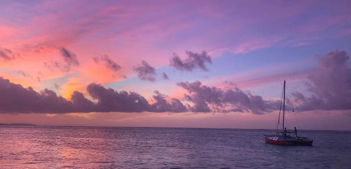https://tahititourisme.ca/wp-content/uploads/2017/08/voilamoorea_sunset_1140x550.png