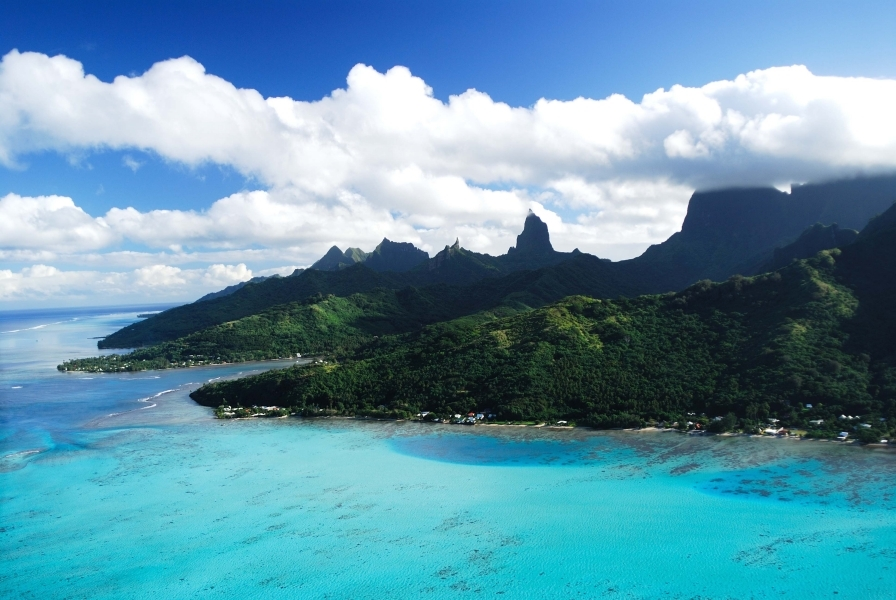 https://tahititourisme.ca/wp-content/uploads/2017/11/Destination_moorea.gallery_image.1.jpg