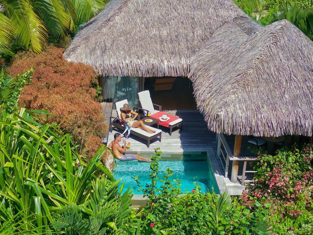https://tahititourisme.ca/wp-content/uploads/2018/01/MOZ-Intercontinental-Garden-Pool-Bungalow_4.gallery_image.1.jpg