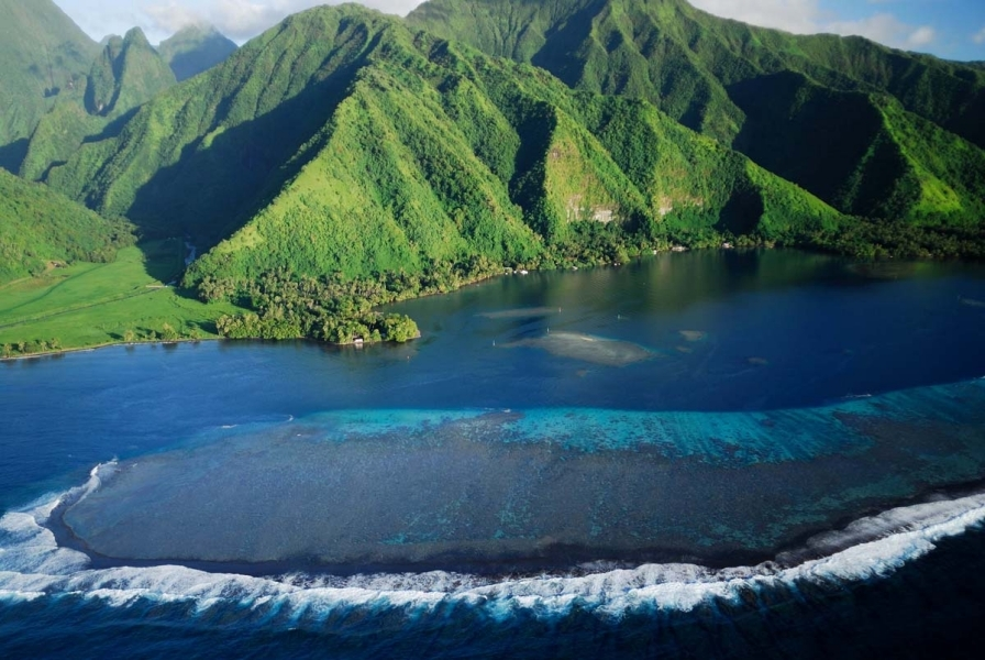 https://tahititourisme.ca/wp-content/uploads/2018/02/Tahiti_Landscape.gallery_image.5.jpg