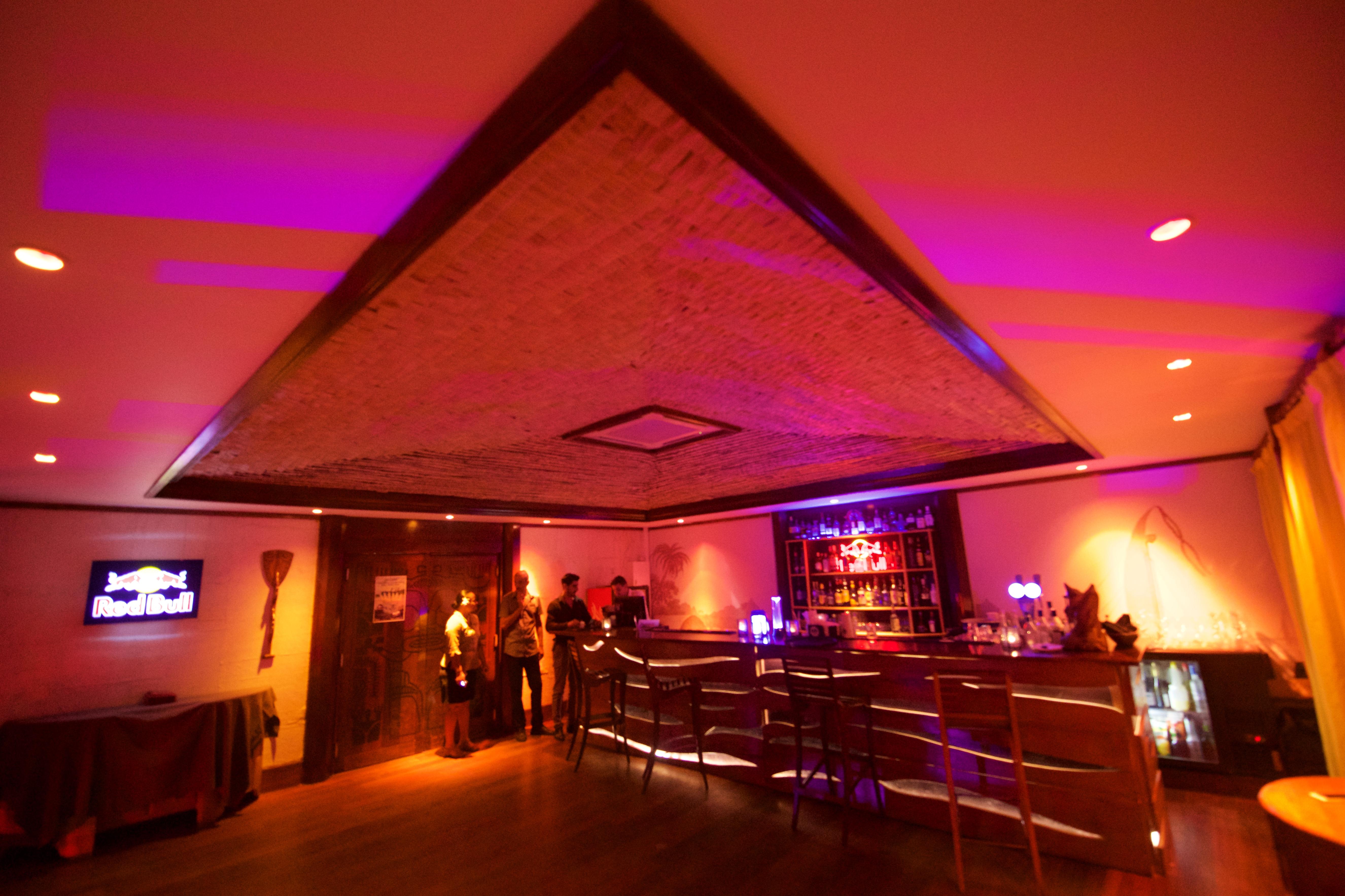 https://tahititourisme.ca/wp-content/uploads/2018/03/RESTAURATION-Matahiehani-Lounge-Bar-1-Tim_McKenna.jpg