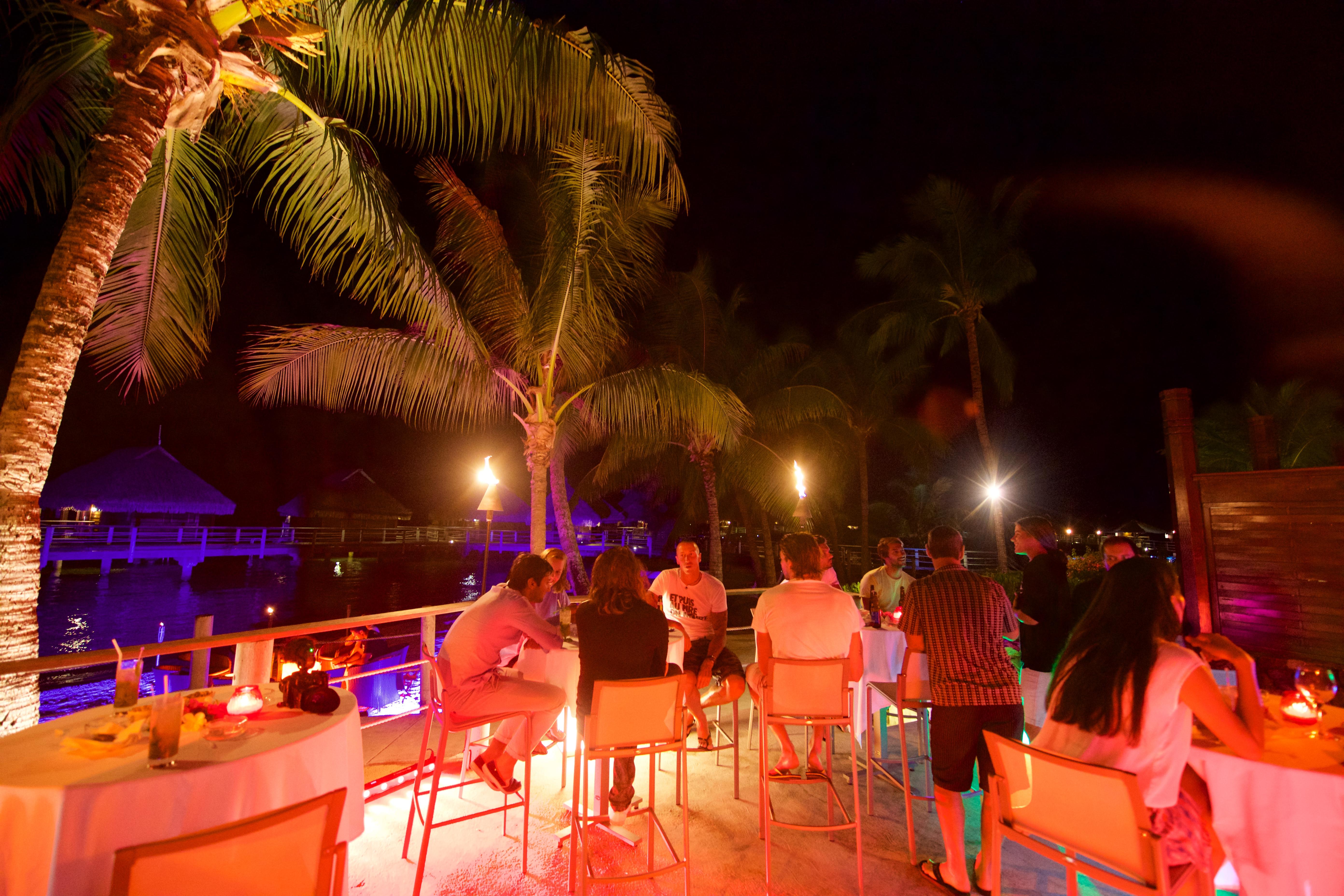 https://tahititourisme.ca/wp-content/uploads/2018/03/RESTAURATION-Matahiehani-Lounge-Bar-featured_image-Tim_McKenna.jpg