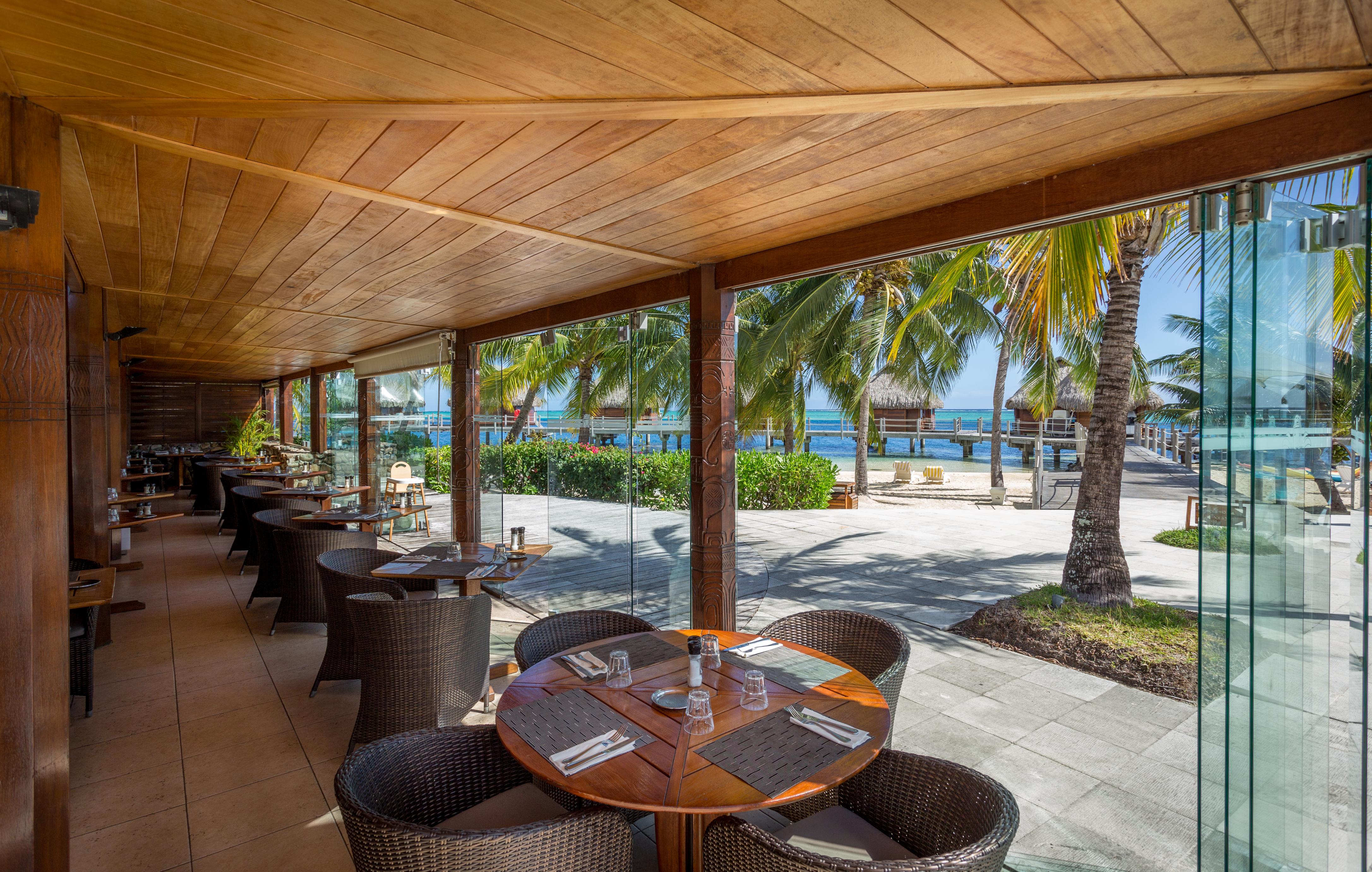 https://tahititourisme.ca/wp-content/uploads/2018/03/RESTAURATION-Restaurant-Mahanai-1-Charles_Veronese.jpg
