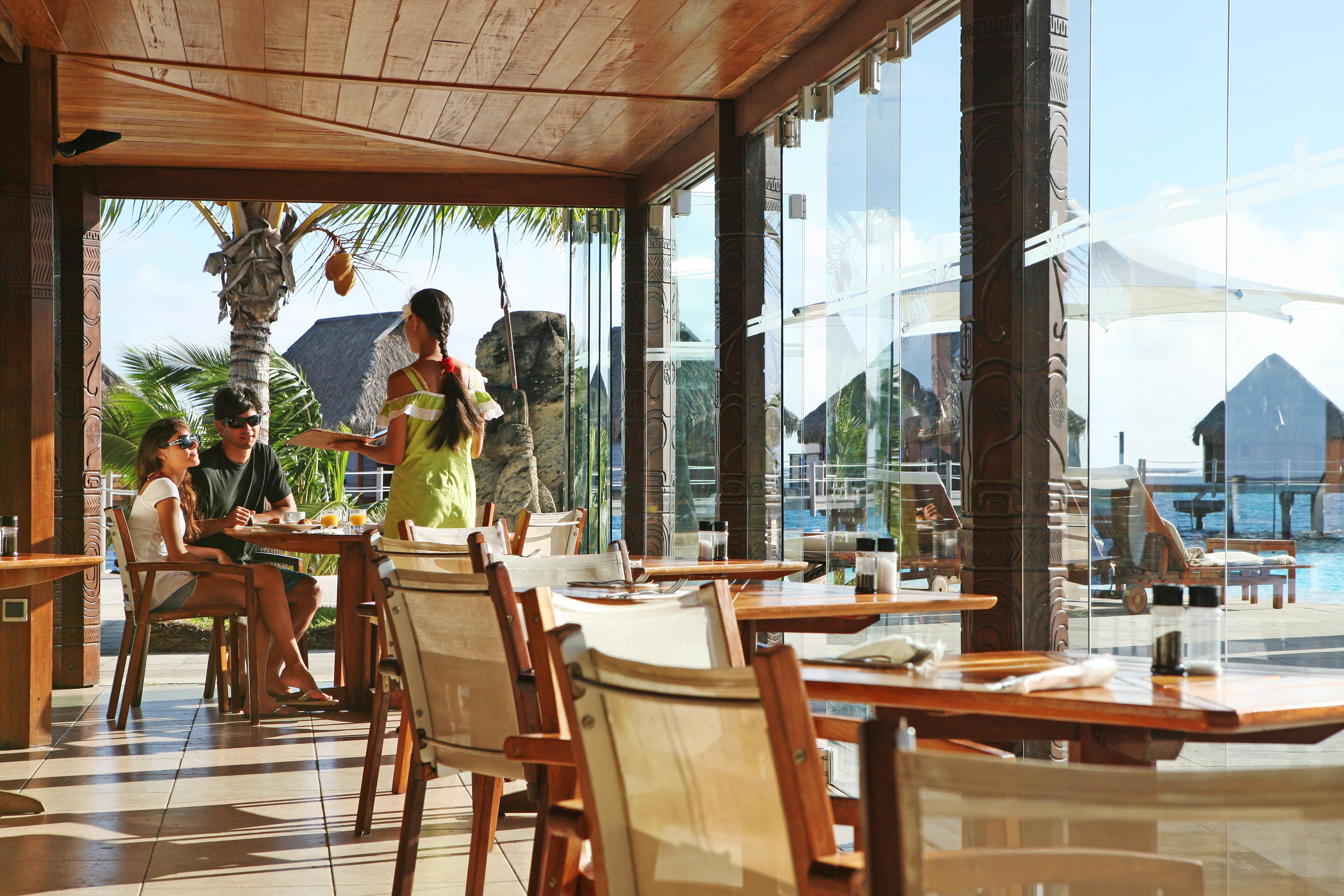 https://tahititourisme.ca/wp-content/uploads/2018/03/RESTAURATION-Restaurant-Mahanai-3-Greg_LeBacon.jpg