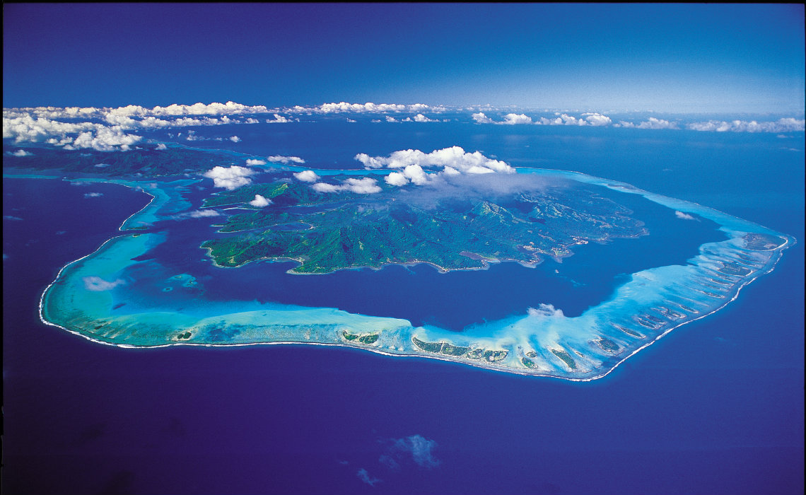 https://tahititourisme.ca/wp-content/uploads/2018/04/Aerial-View-of-Tahaa-1140x550.jpg