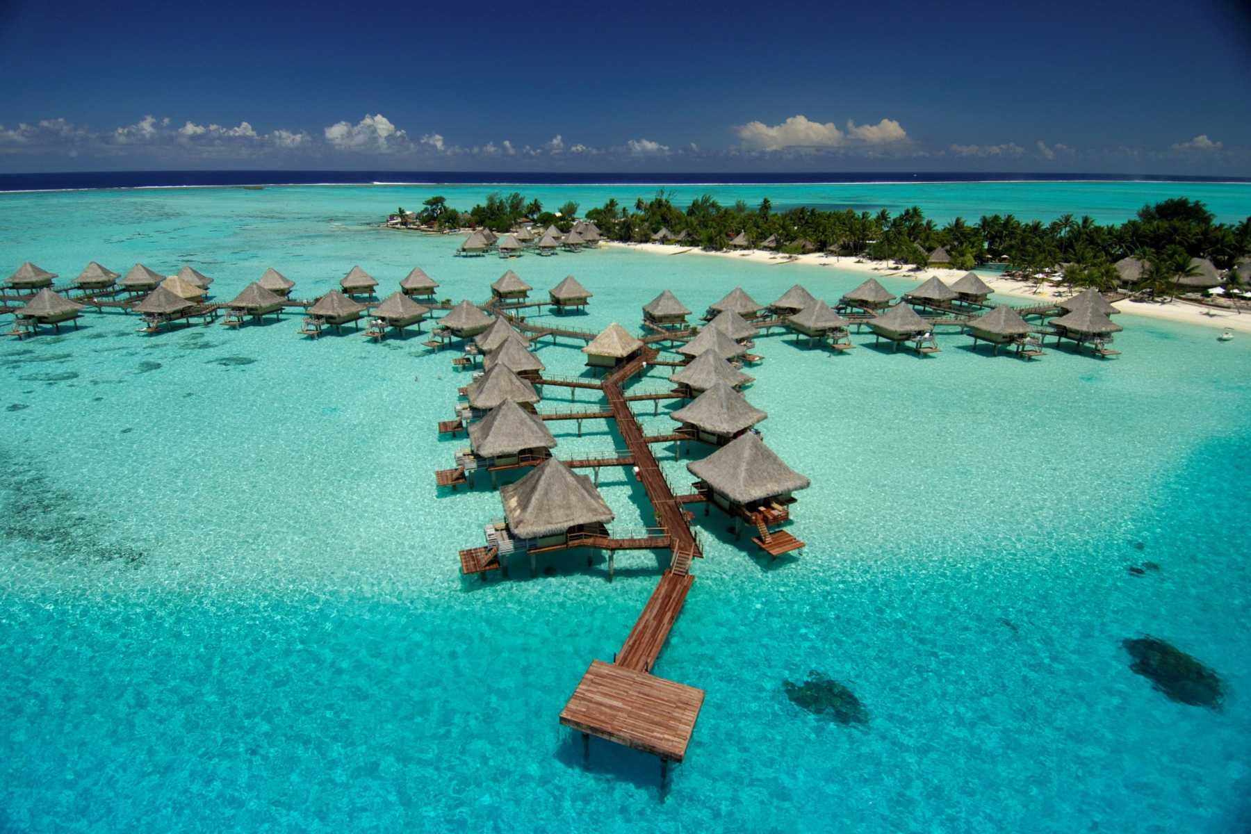 https://tahititourisme.ca/wp-content/uploads/2018/04/BOB-InterContinental-Le-Moana-Aerial-View01.gallery_image.1.jpg