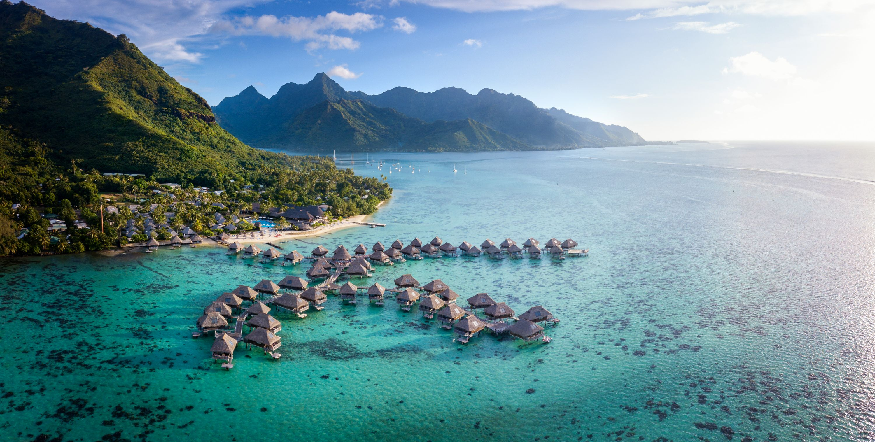 https://tahititourisme.ca/wp-content/uploads/2019/06/Resort-Exterior.jpg