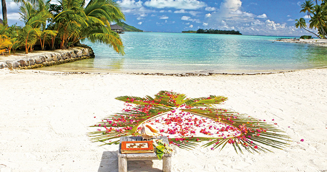 https://tahititourisme.ca/wp-content/uploads/2021/03/Ceremonies-romantiques-Le-Taha-a-Resort-Spa.jpg