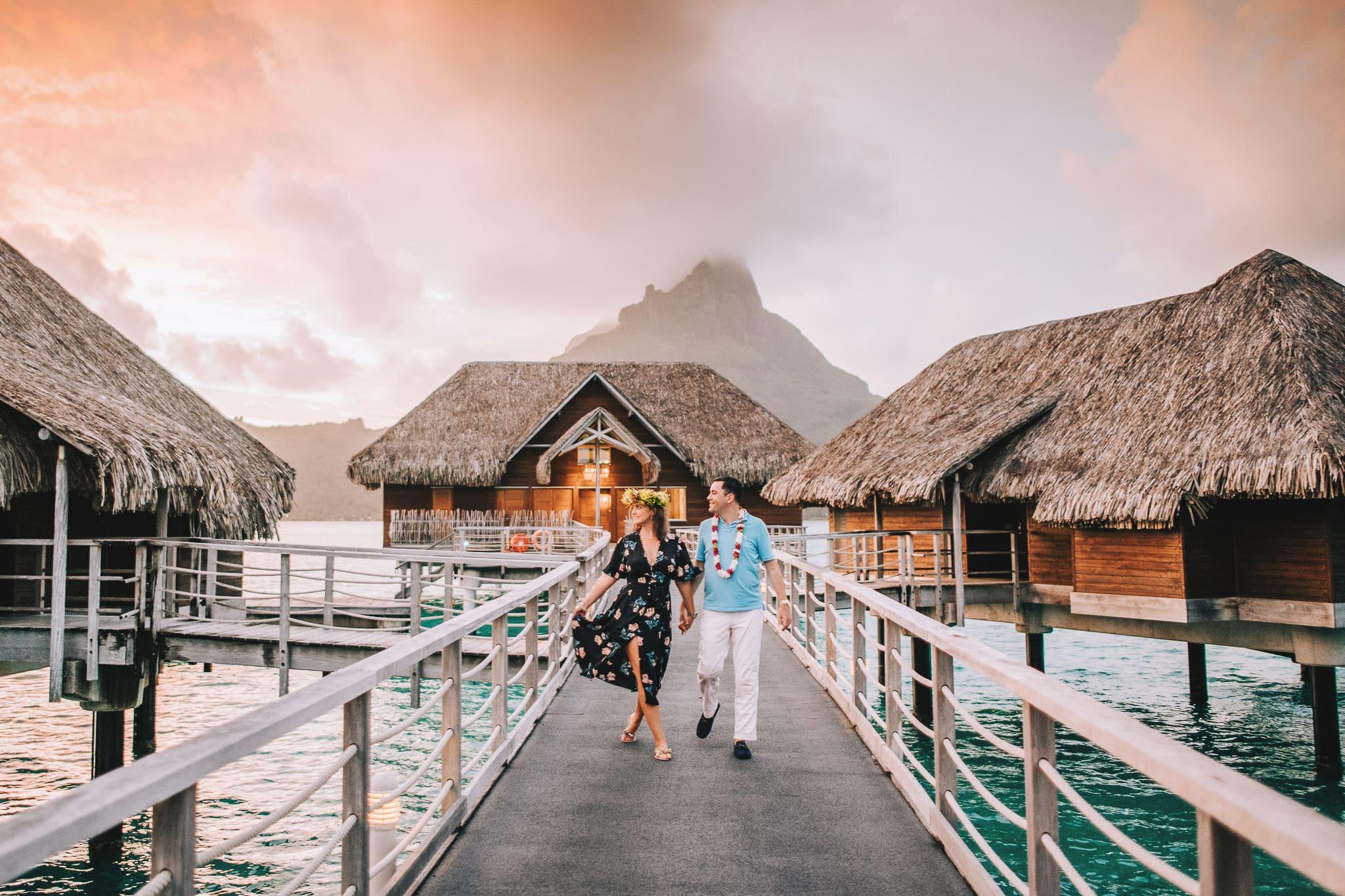 https://tahititourisme.ca/wp-content/uploads/2021/04/Bora-Bora-Photographer-Honeymoon-Wedding-couple-10.jpg