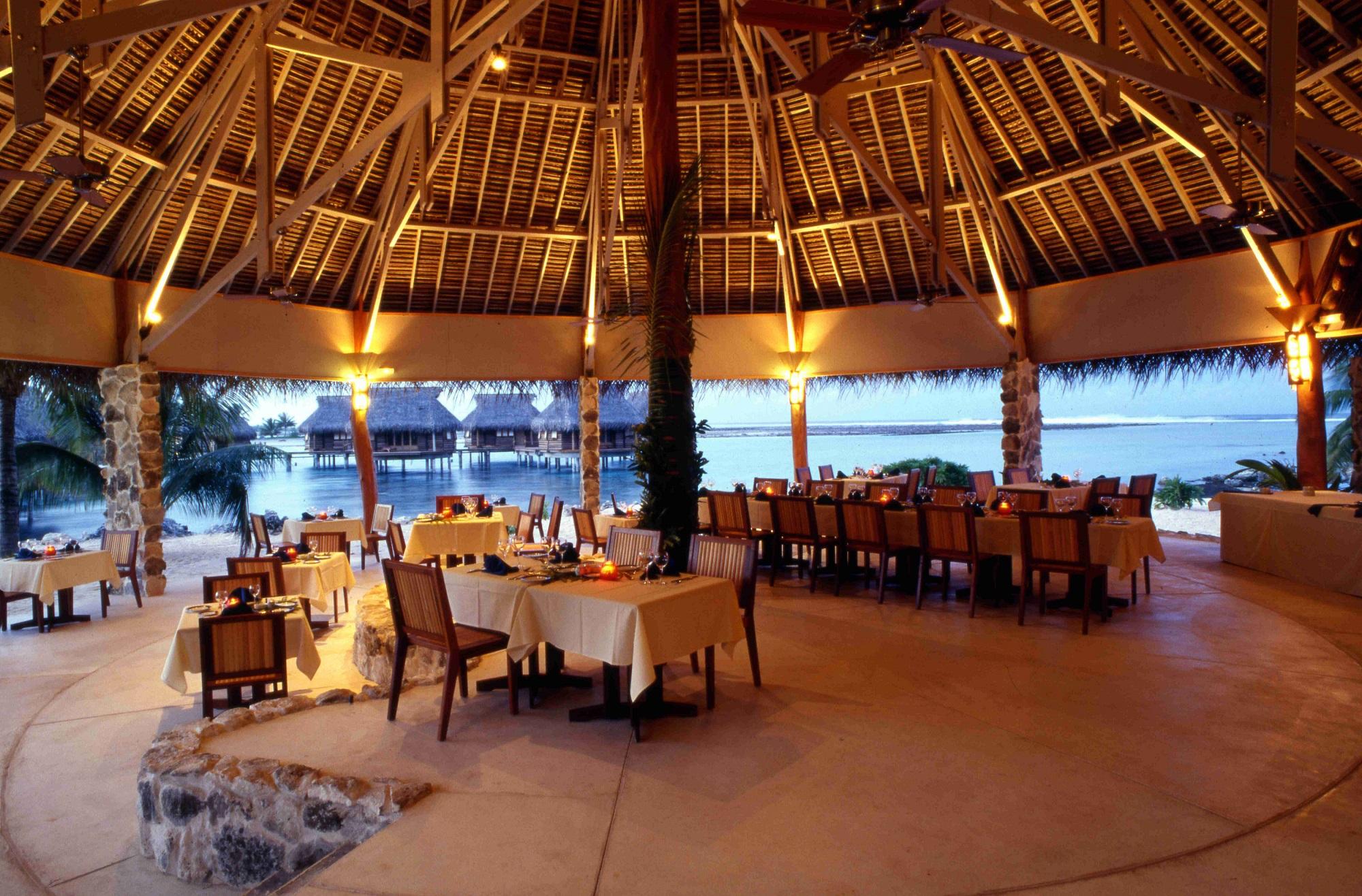https://tahititourisme.ca/wp-content/uploads/2021/10/Tikehau-Pearl-Beach-Resort-Restaurant-Pohero-Copie.jpg